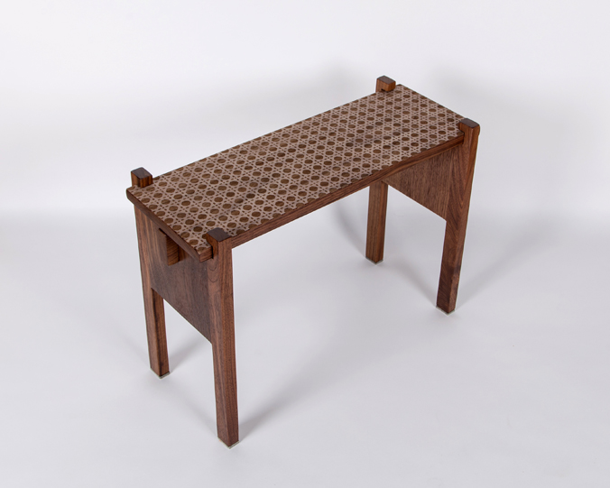 2-table-motif-cannage-noyer-noir